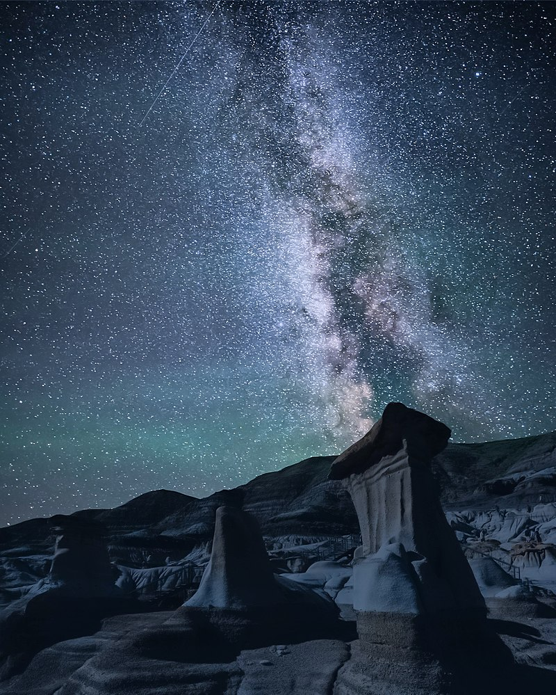Hoodoos with milky way.jpg