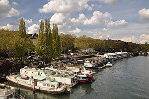 Houseboats on the Seine river in Saint-Cloud 001.JPG