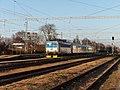 Hrušovany u Brna, železniční stanice, lokomotiva 362.087 (02).jpg