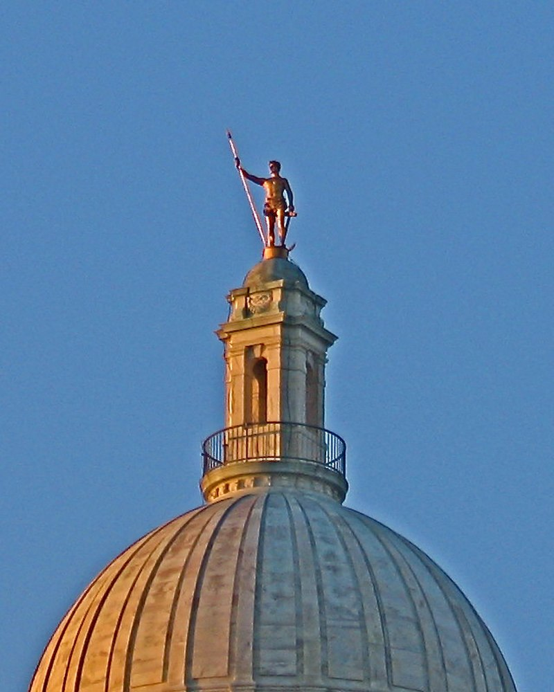 https://upload.wikimedia.org/wikipedia/commons/thumb/0/0d/Independent_Man_Providence_Capitol.JPG/800px-Independent_Man_Providence_Capitol.JPG