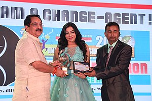 """Parvatii Nair - Parvatii Nair receiving the Indian Affairs """"Most Promising Actress 2017"""" award at the Satya Brahma founded 8th Annual India Leadership Conclave"""