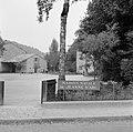 Ingang van het geboortehuis van Jeanne d'Arc in Domrémy-la-Pucelle, Bestanddeelnr 254-5575.jpg