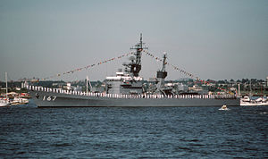 JS Nagatsuki (DD-167) in New York Harbor, -4 Jul. 1986 b.jpg