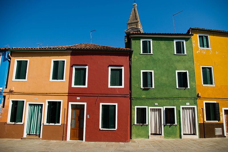 File:Jar burano 4 houses.jpg
