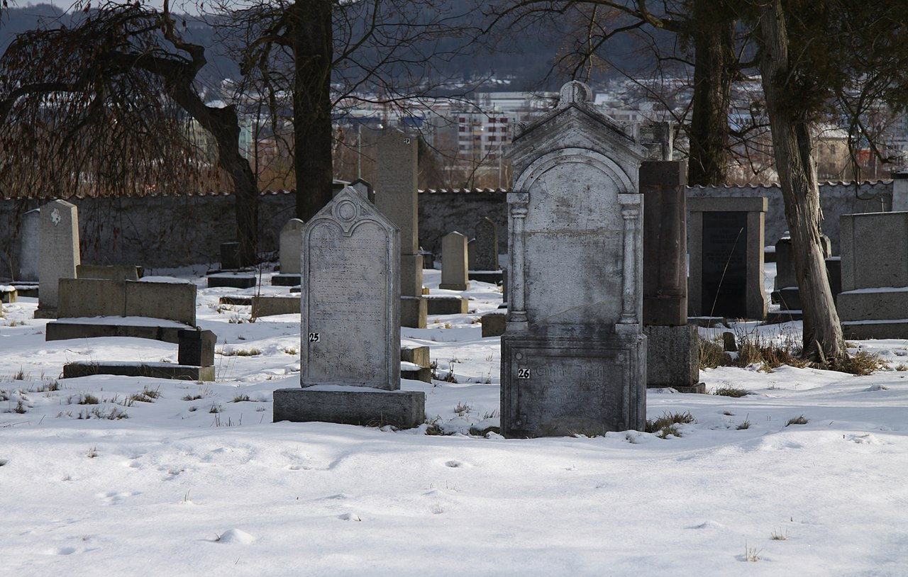 Jewish cemetery in Pisek in winter (10).JPG