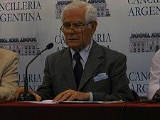 http://upload.wikimedia.org/wikipedia/commons/thumb/0/0d/Julio_C_Gonzalez.jpg/225px-Julio_C_Gonzalez.jpg