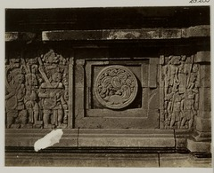KITLV 28285 - Isidore van Kinsbergen - Relief with part of the Ramayana epic on the north side of Panataran, Kediri - 1867-02-1867-06.tif