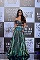 Kareena Kapoor at the grand finale of Lakme Fashion Week 2018 (01).jpg