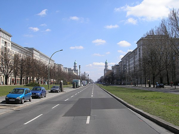Karl-Marx-Allee Blocks E Berlin April 2006 040.jpg