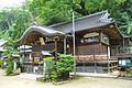Katusragi-hitokotonushi-jinja haiden.JPG