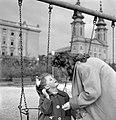 Kislány a hintánál, 1959. Fortepan 13685.jpg
