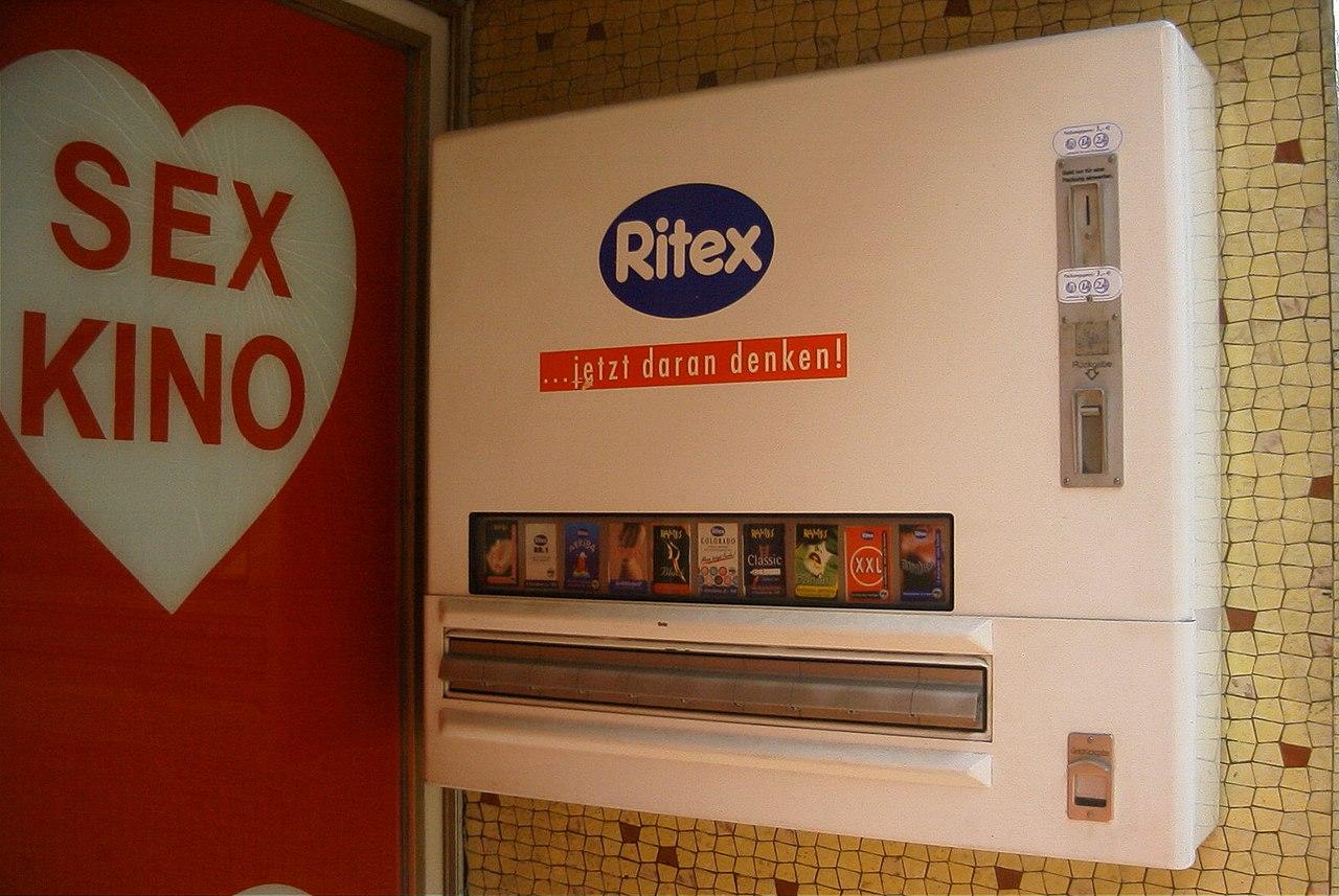 Datei:Kondomautomat mit Ritex-Logo, Eingang neben Sexshop