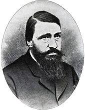 En skægget mand, tilsyneladende omkring 30 år gammel