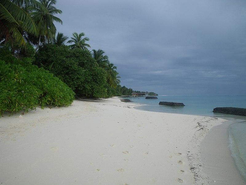File:Kuramathi Beach (Lagoon) 001.jpg