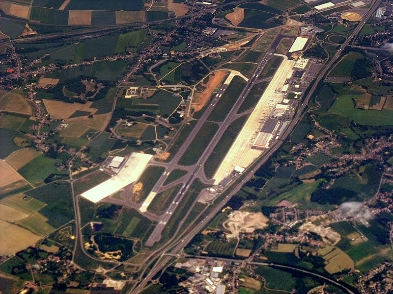 File:LIEGE BIERSET AIRPORT FROM 37,000 FEET ON RYANAIR FLIGHT FR1948 DUBLIN TO HAHN JUNE 2010 (4709781308).jpg