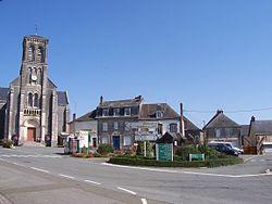 La chapelle au Riboul - Place de l'église.JPG