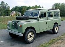 Un Land Rover 109 della Serie II