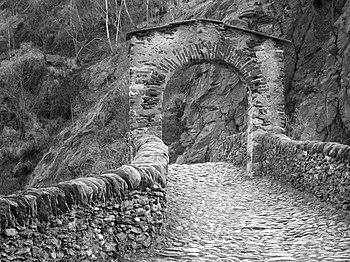 Lanzo Ponte Diavolo bn.jpg