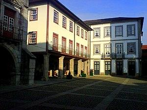 Historic Centre of Guimarães - Image: Largo da Oliveira 02