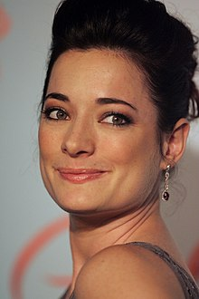 Description de l'image  Laura Michelle Kelly in March 2013.jpg.