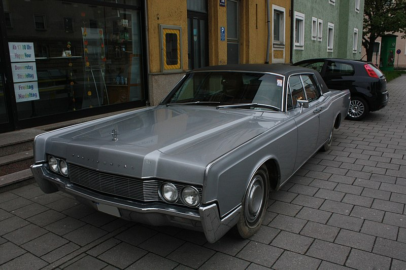 File:Lincoln Continental Front.jpg