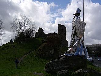 Llywelyn ap Gruffydd Fychan - The monument to Llywelyn ap Gruffydd Fychan at Llandovery