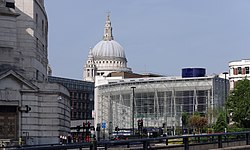 London MMB «I9 St. Paul's Cathedral and Blackfriars station.jpg