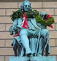 Ludvig-holberg-statue-krans.jpg