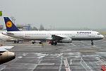 Lufthansa, D-AIRC, Airbus A321-131 (19401854578) (2).jpg