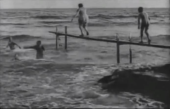 Lumières La Mer (Baignade en mer) 1895