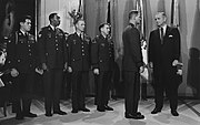 Lyndon Johnson with 5 MOH recipients 29-2620M