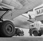 MALÉV IL-18 repülőgép. Fortepan 9026.jpg