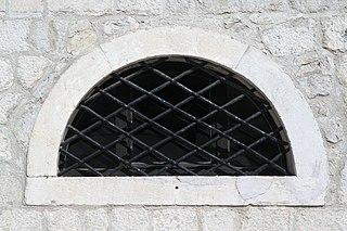 MN, Budva 061 - kostel sv Ivana (okno).jpg