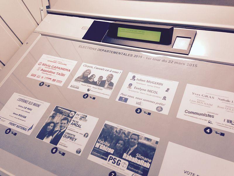 File:Machine voter Stains 1er tour dep 2015.JPG
