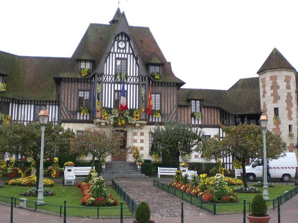 MairieDeauville.JPG