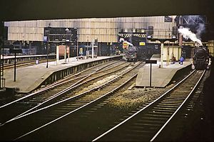 Manchester Victoria station - The station's bay platforms 6-10 in 1968, only the two on the right still exist.
