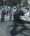 Menuntun sepeda yang rusak.jpg