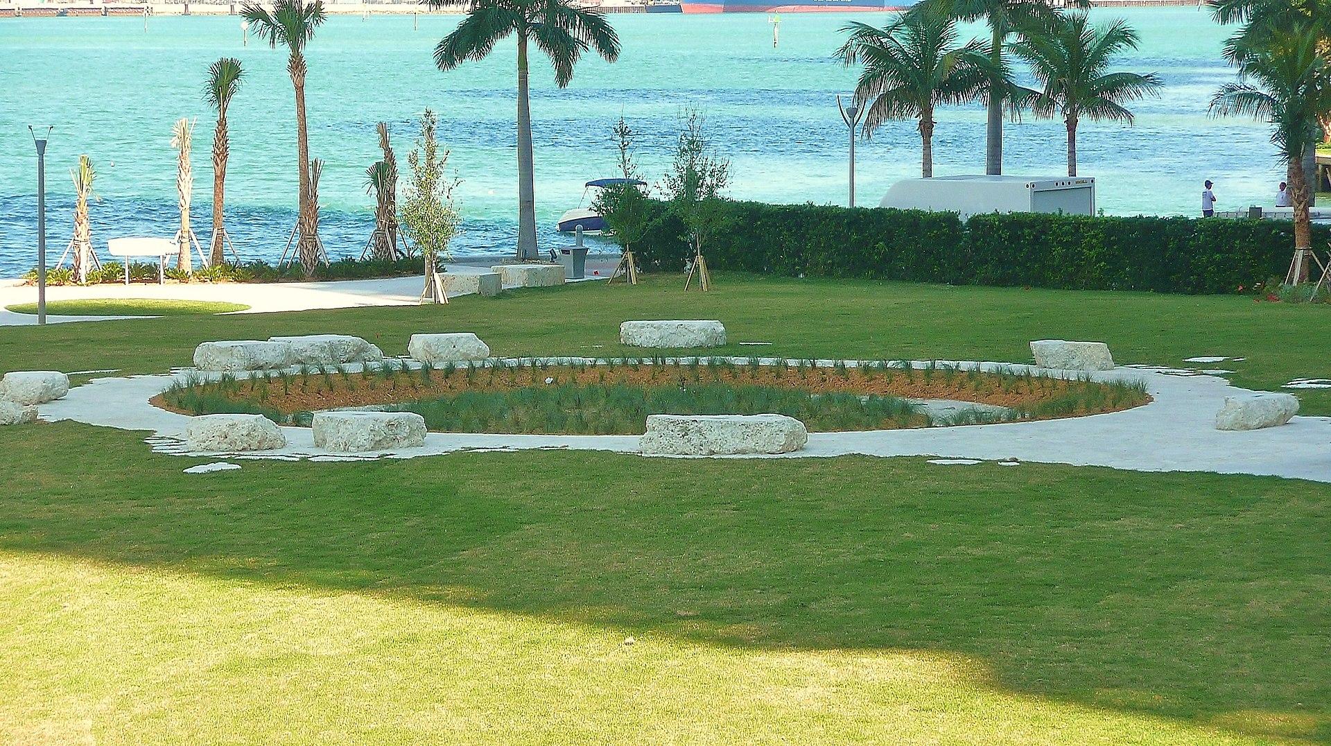 1920px-Miami_Circle_20110307.jpg