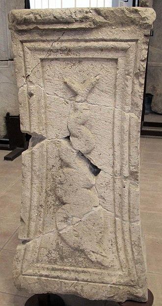 Micia - Image: Micia, coronamento troncopiramidale di monumento funerario, II sec