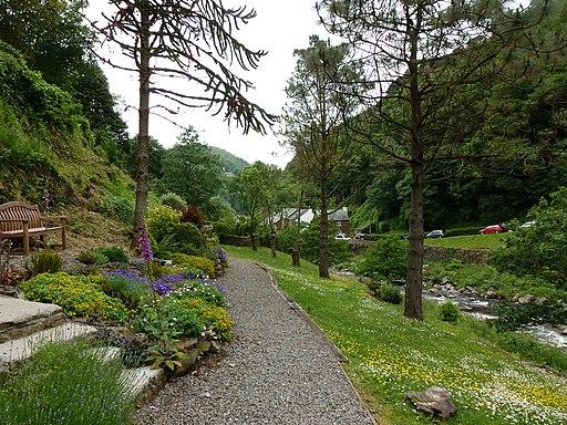 Middleham memorial gardens, Lynmouth (geograph 3008951)