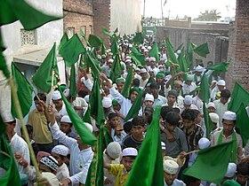 Procession à Bhadohi(en), dans l'État indien de l'Uttar Pradesh, à l'occasion du Mawlid.