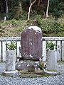 Minamoto no Yoriies grave 2007-02-25.jpg
