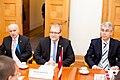 Ministru prezidents Valdis Dombrovskis tiekas ar Igaunijas ārlietu ministru Urmasu Paetu (6886277923).jpg