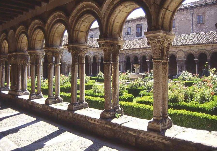Monasterio huelgas claustro antiguo