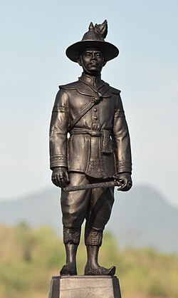 Monument of King Taksin in Wat Kungtapao 01.jpg