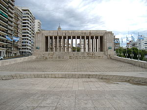 National Flag Memorial (Argentina) - The propylaeum