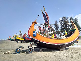Moon boat at Teknaf sea beach 06.jpg