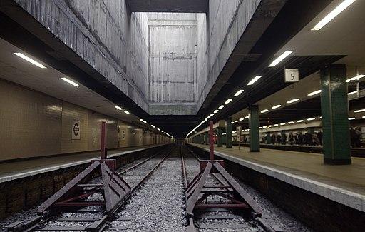 Moorgate station MMB 05
