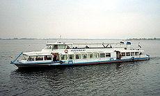 Рождествено, но иклассический речной трамвайчик.  Горожанину на сайте столичной судоходной компании, с наступающим.