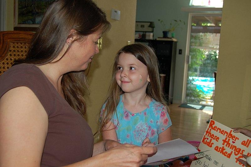mama z córką - porady dla młodych matek